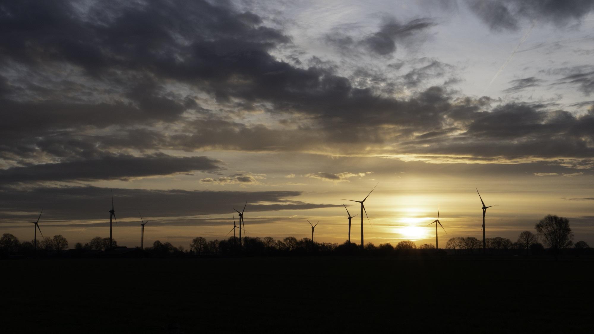 Alle 10 turbines van Windpark De Veenwieken staan