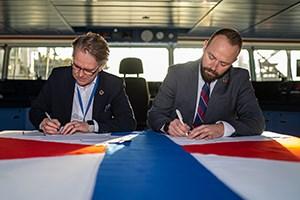Swire Blue Ocean en Vattenfall tekenen contract voor transport en installatie van windturbines Hollandse Kust Zuid 3&4