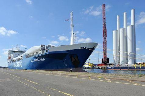 TMA Logistics verzorgt overslag van windturbines voor Windpark Fryslân