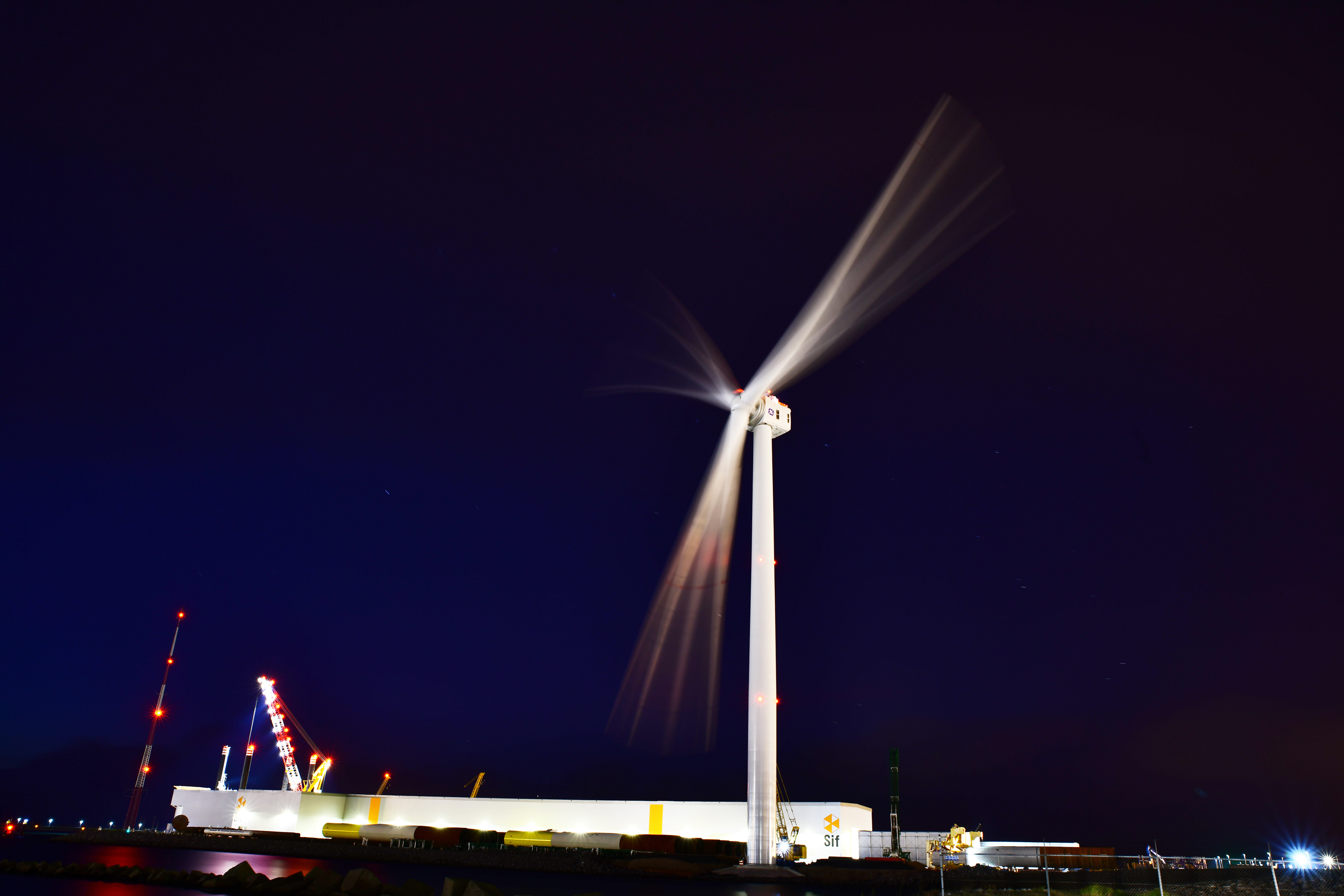 wind-offshore-haliade-x-prototype-night-3000px