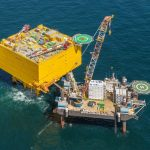 Jack-Up Barge's JB-117 installeert extra accommodatiemodules op Duits offshore station BorWin Gamma
