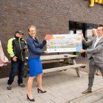 Gedeputeerde Nienke Homan overhandigde op 27 mei een cheque van 1,3 miljoen euro symbolisch aan OWIC via een drone in de Eemshaven.