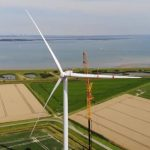 Laatste turbine opgebouwd in Windpark Noord-Beveland